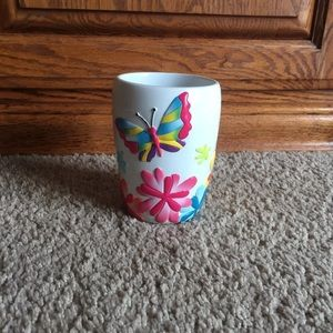 Bathroom tumbler cup butterfly design